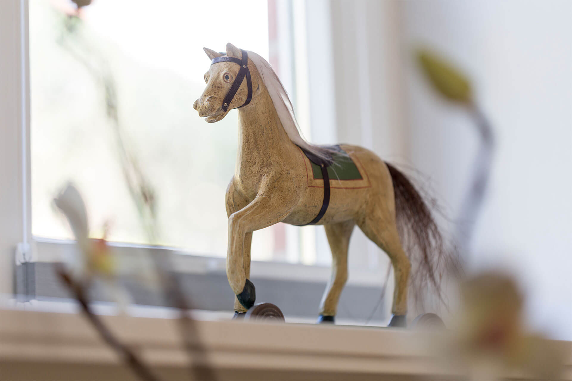 Pferd aus Holz als Dekoration