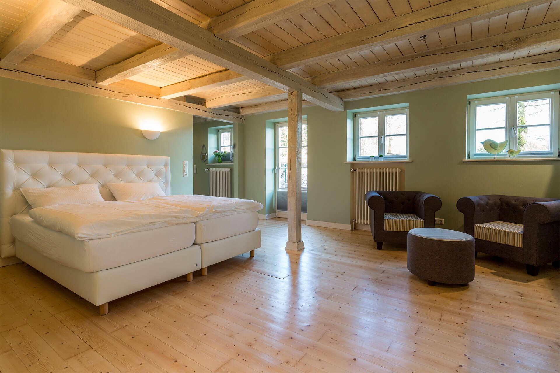 heinshof horseback riding vacation near hamburg. Black Bedroom Furniture Sets. Home Design Ideas