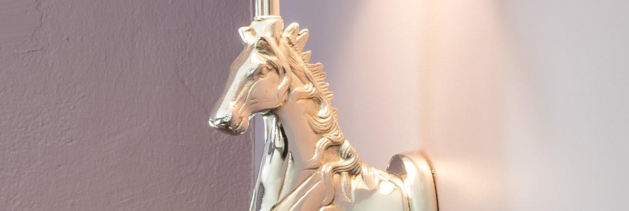 Pferdekopf als Wandlampe
